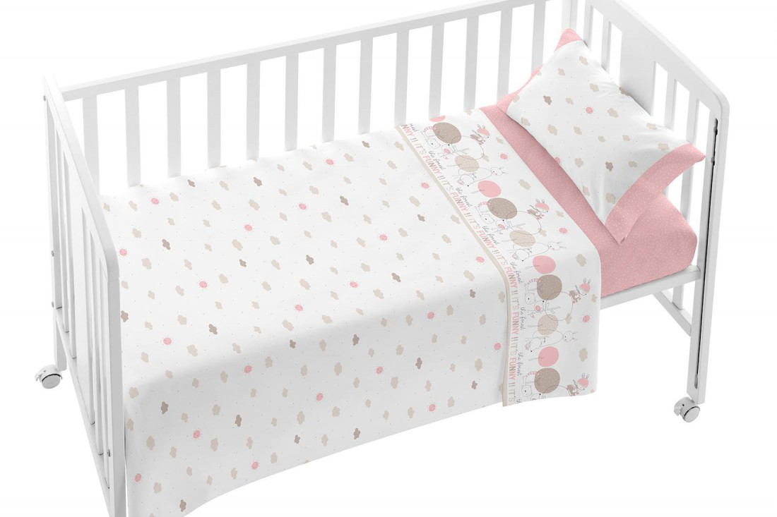 8b8f778fc4d Sábanas de bebé de color rosa con un diseño de árboles y muy suave ...