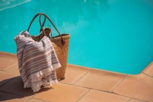 Toalla de playa azul y roja de Burrito Blanco
